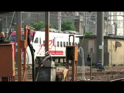 [HD] The Taiwan TRA up train no. 282 Tze-Chiang Puyuma Express TEMU2000 Train at Changhua