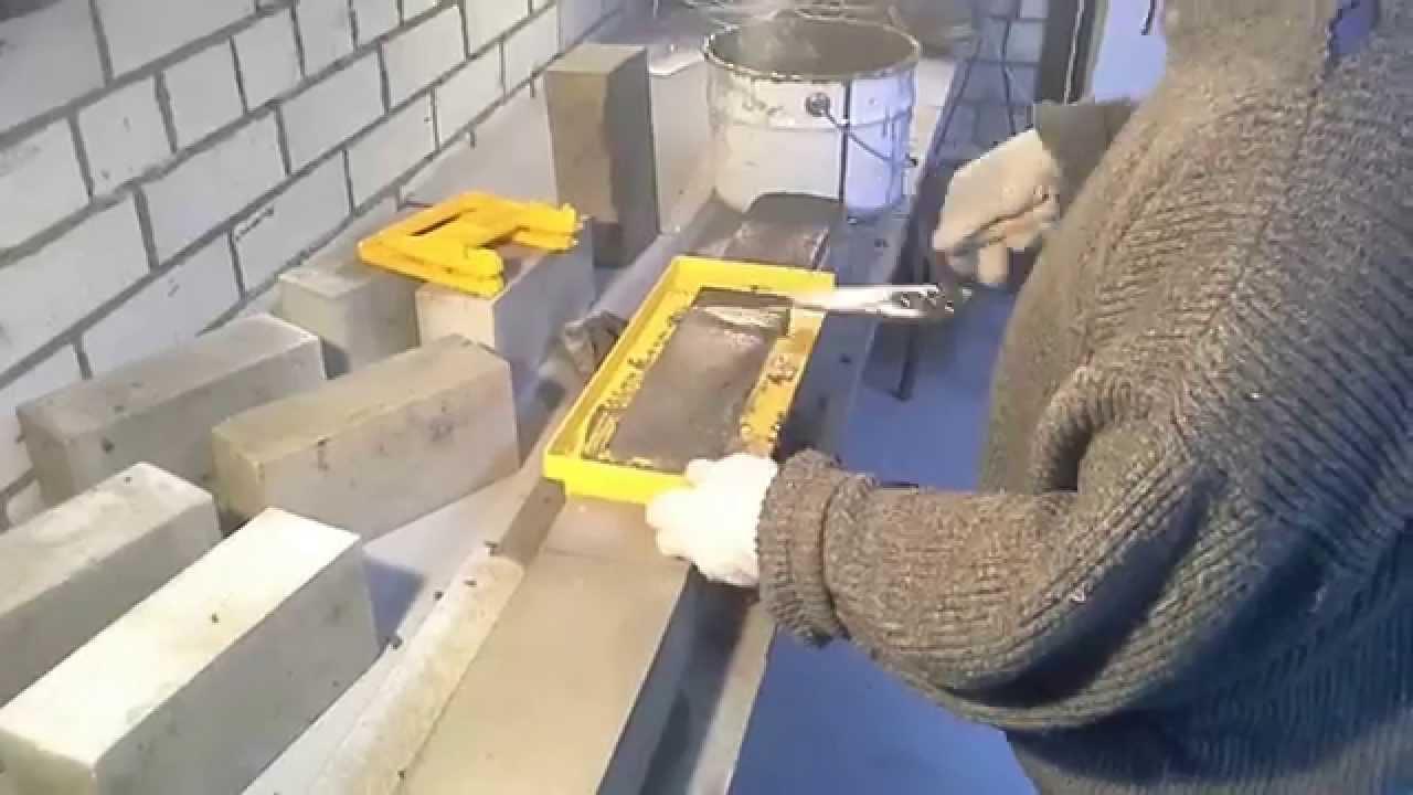 19 сен 2017. Сегодня мы рассмотрим как стандартный арсенал каменщика, так и специальные инструменты и приспособления. Речь пойдёт о способах повысить эффективность своего труда, качество кирпичной кладки и удобство работы, в.