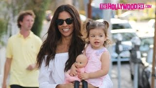 Repeat youtube video Terri Seymour Takes Her Daughter Coco To Au Fudge Restaurant For Dinner 9.29.16