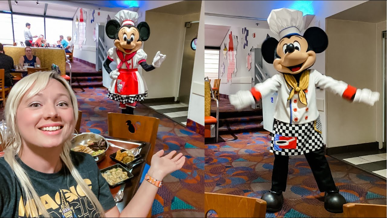 Disney's Contemporary Resort / Chef Mickey's Character Dining 2021 + Fireworks View!