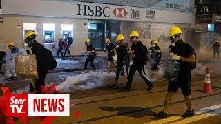 Watch how HongKongprotesters extinguish tear gas