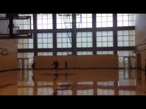 Eddy Curry works out ahead of Lakers game