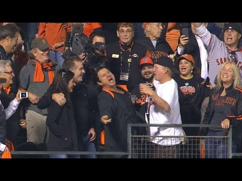 2014 NLCS Gm5: Journey lead singer and Giants super fan, Steve Perry, pumps up the crowd