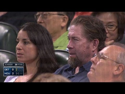 DET@HOU: Bagwell takes in Tigers-Astros game