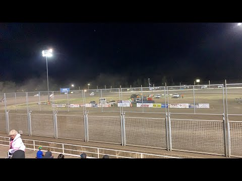 Limited Sprint car A Main at Southern Oregon Speedway