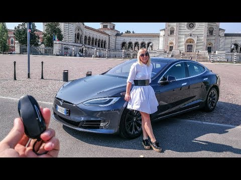 My Girlfriend Reacts to the Tesla Model S 100D!  [Sub ENG]