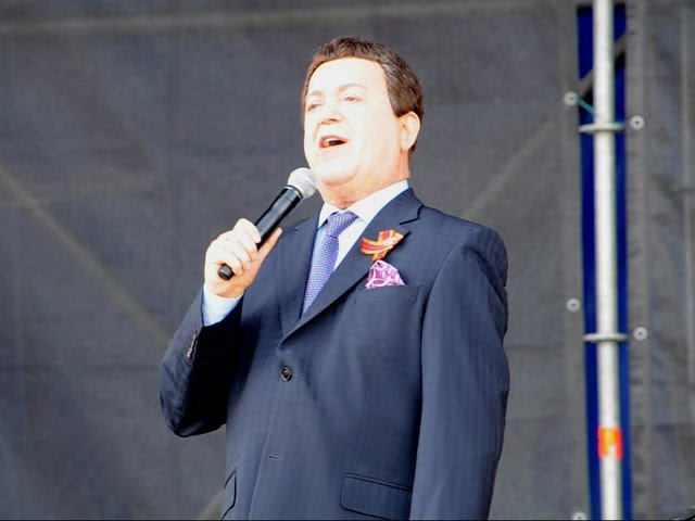 Иосиф Кобзон в Луганске впервые пел на площади