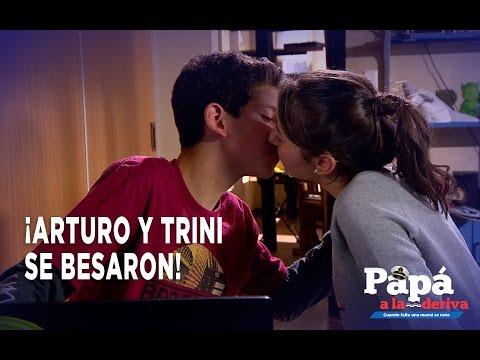 Papá a la deriva - Arturo y Trini se Besaron!!!