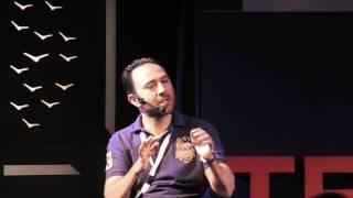 Κολυμπώντας σε κυματώδη νερά | Georgios Kapelakis | TEDxChania