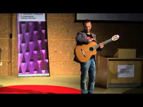 Mi vida como compositor, cantante y titiritero | Miguel De Lucas | TEDxAlcarriaSt