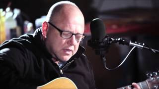 "Frank Black performs ""Headache"""