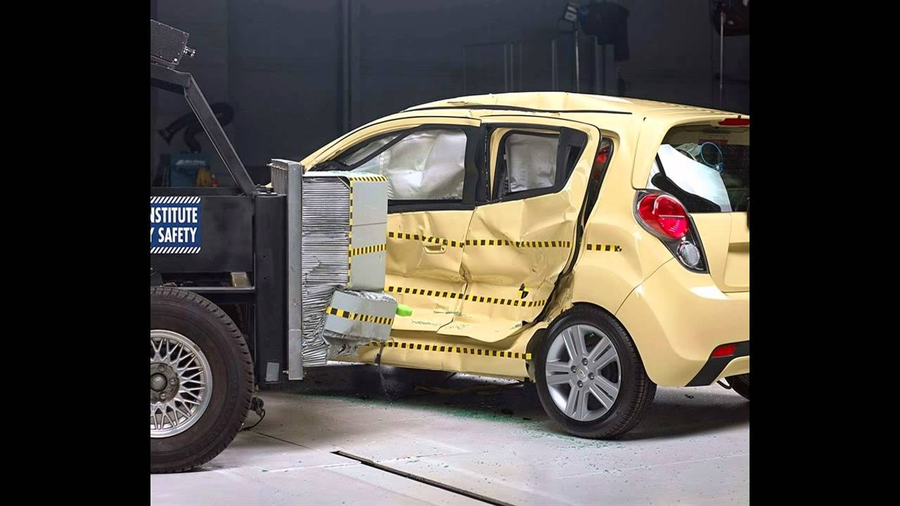 iihs 2013 chevrolet spark side crash test good. Black Bedroom Furniture Sets. Home Design Ideas