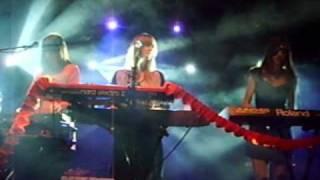 Au Revoir Simone - sad song - live in Paris