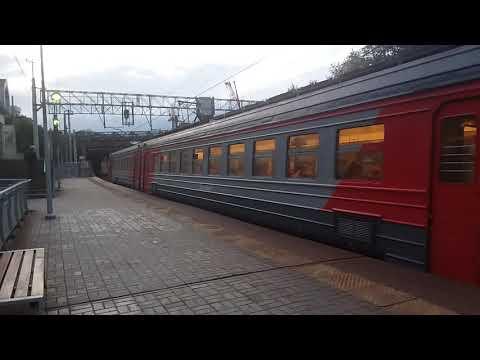 """Электричка ЭД2Т уезжает со станции """"Новая"""""""