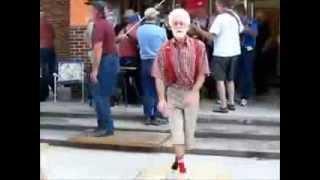 Главное ребята сердцем не стареть! Oldman Techno Dance
