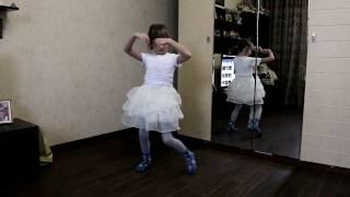 Домашний балет в исполнении ребёнка.