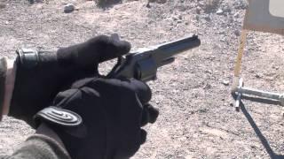 坂本龍馬が愛用した拳銃で正式名称はS&W No.2 Army (.32LRF) 1862年製。...
