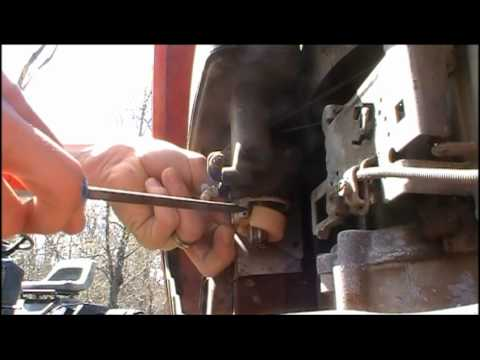 How To Clean A Carburetor Small Engine Youtube