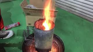 オガ備長炭に着火 BBQ-Log/01