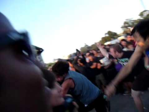 Gallows circle pit Warped Tour '09 - YouTube