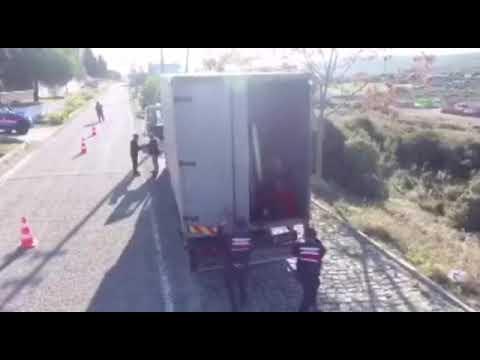 Почти 100 мигрантов в грузовике в направлении Евросоюза из Турции задержали турецкие пограничники.