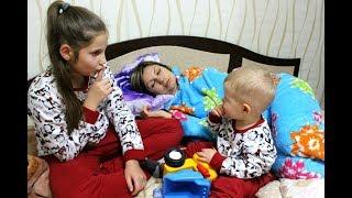 КТО БЫСТРЕЕ УСНЕТ мама или детки ИГРА Челлендж для всей семьи