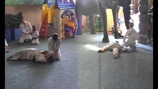 Айкидо - видео бесплатно www.aiki-do.com.ua День Отца(Айкидо в нашем клубе занимается более 1000 человек айкидо видео скачать показательное выступление айкидо..., 2011-09-16T20:04:09.000Z)
