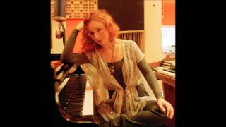 Tori Amos - Mother Revolution (live 2005)