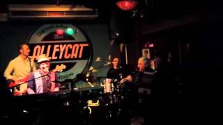 Dom Pipkin and the Ikos - Winding Boy with Norman Grodentz Clarinet at AlleyCat 20 Jan 15