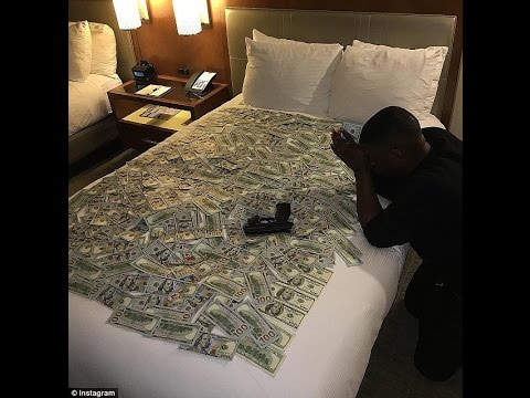 """Blac Youngsta """"shows $15,000,000 Cash"""" JUST LIKE THAT"""