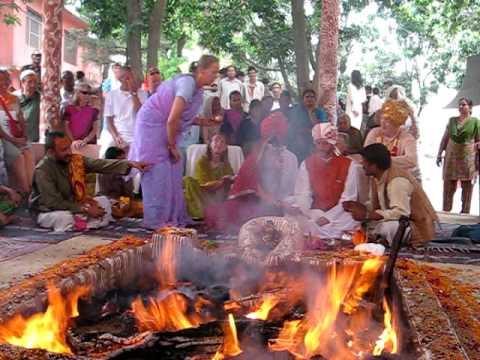 Hindu MarriageWedding Ceremony Begins Western Devotees Marry At Holy Fire Hadiakhan India 3