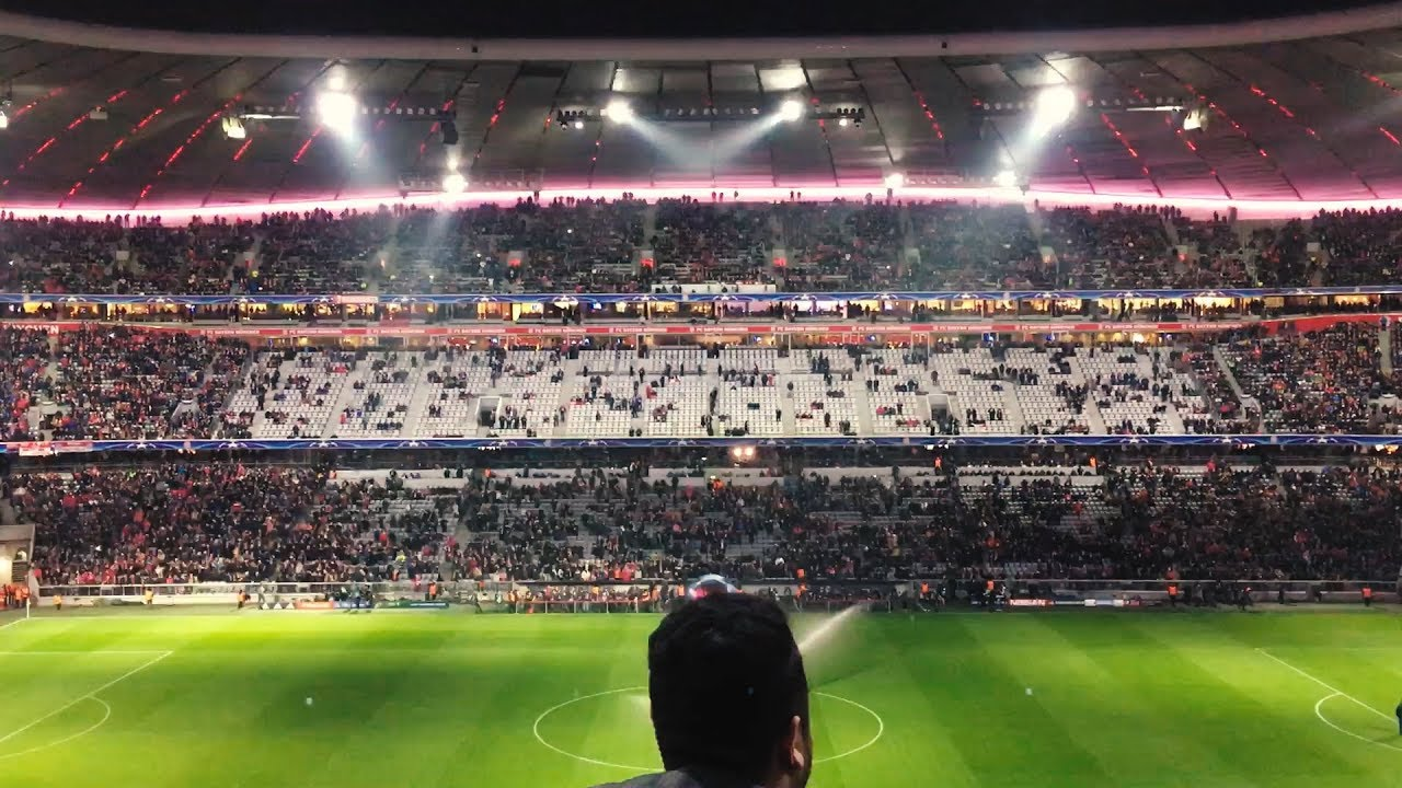 Download FC BAYERN - Paris Saint-Germain Champions League Gruppe B 2017/18 Stadium Atmosphere