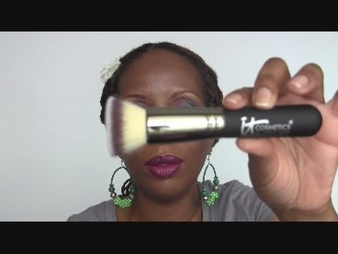 Heavenly Luxe Flat Top Buffing Foundation Brush #6 by IT Cosmetics #7