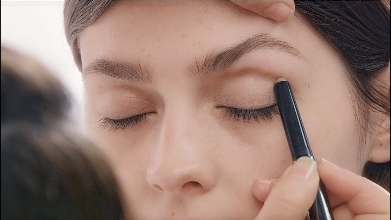 Burberry make up tutorial how to use eye colour contour youtube ccuart Gallery