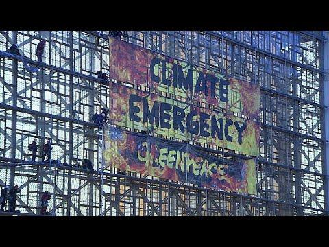 شاهد: نشطاء لأجل البيئة يتسلقون مبنى مجلس الاتحاد الأوروبي في بروكسل…  - نشر قبل 4 ساعة