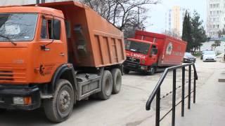 В Севастополе грузовик провалился под землю