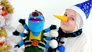 Игрушечные Супер Истории - Снеговик и Громозека играют в снежки - Видео для детей