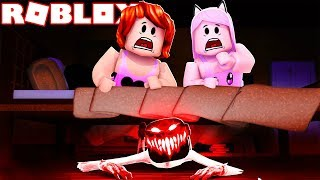 There's a BUG UNDER OUR BED (Roblox-Sleepover)