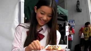 10月3日、2010Jリーグ特命PR部女子マネの足立梨花さんが熊本県民総合運...