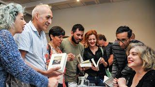 Mariana Enriquez con l@s soci@s de Página/12
