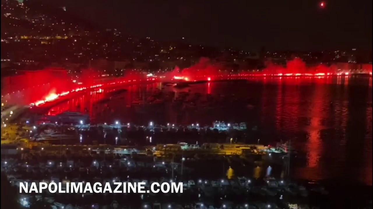 VIDEO NM - Napoli, il lungomare si illumina di rosso a sei anni dalla morte di Ciro Esposito