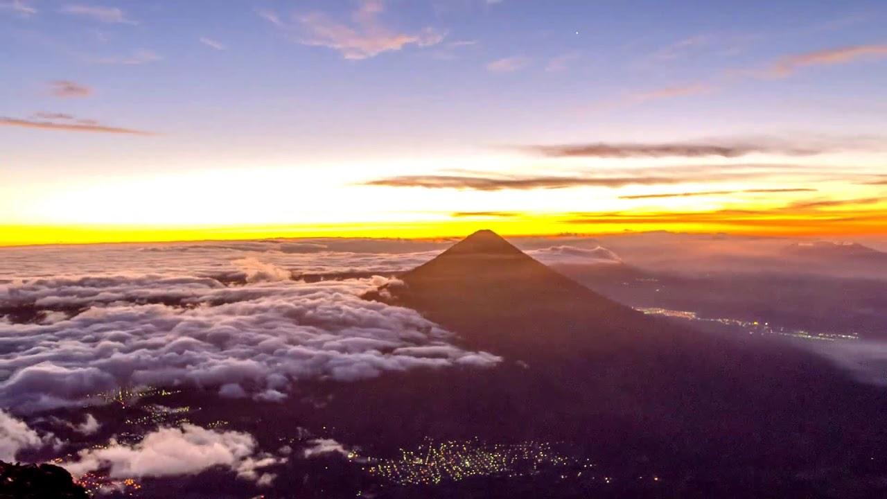 Guatemala - Volcán Acatenango - YouTube