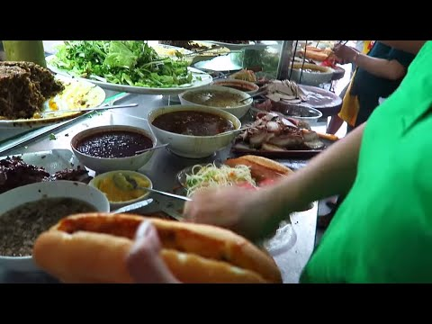 ANTHONY BOURDAIN FOOD TOUR IN HOIAN, VIETNAM