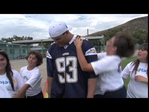 CHARGERS: Luis Castillo and Louis Vasquez speak to students (2010)