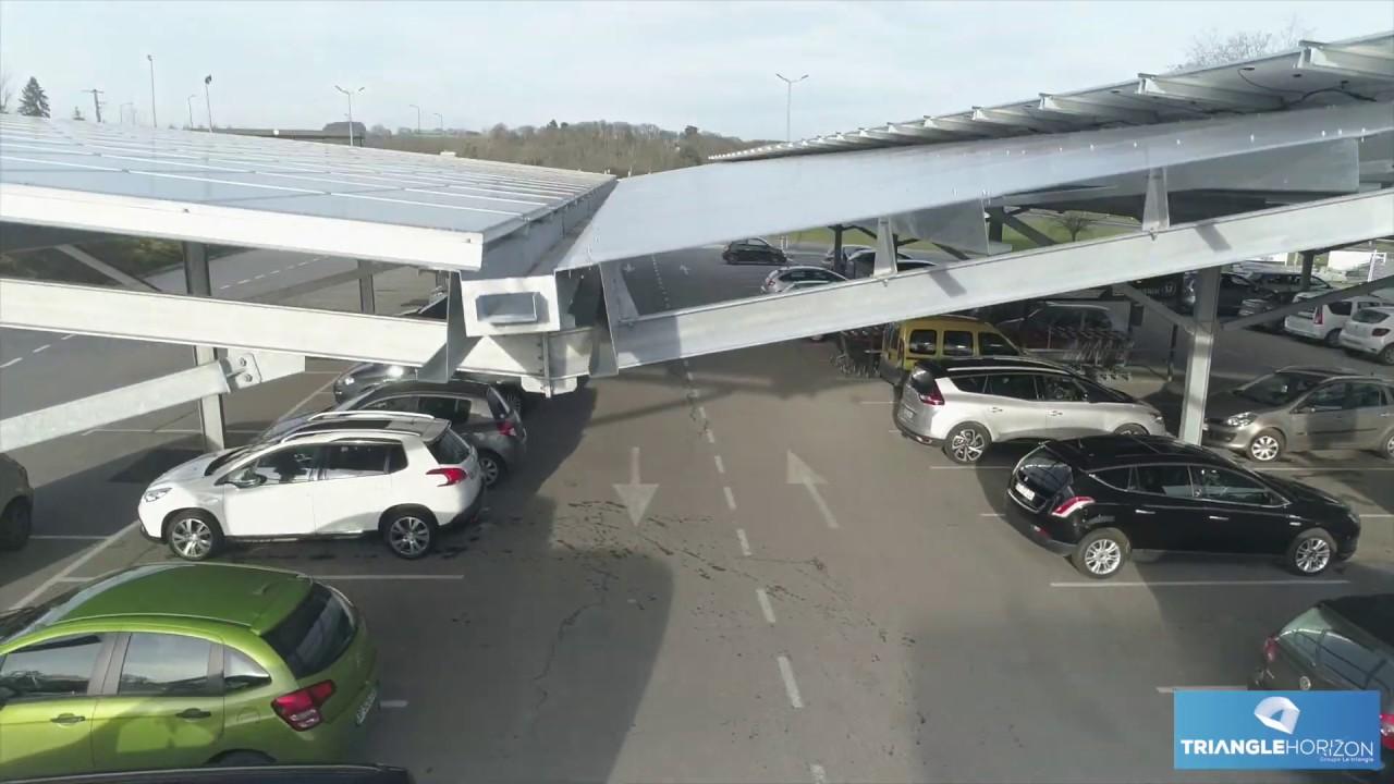 Prise de vue drone des ombrières photovoltaïques sur le parking du Super U de Bessé sur Braye (72).