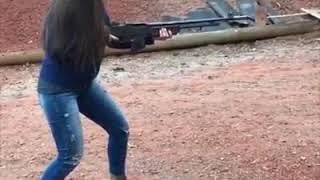 Прикол девушки с оружием девушка бомба