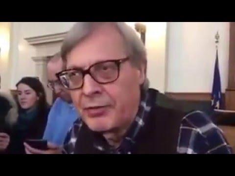 Elezioni Trieste 2016 - Sgarbi sbeffeggia...