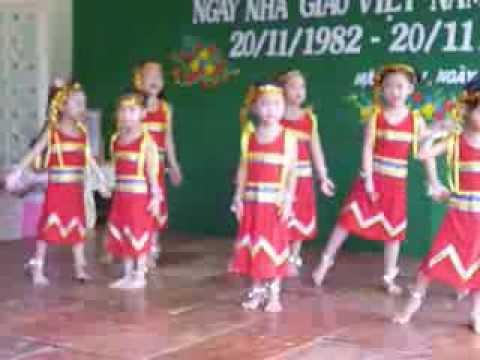 Trường mần non Hựu Thành múa cô giáo em là hoa eban