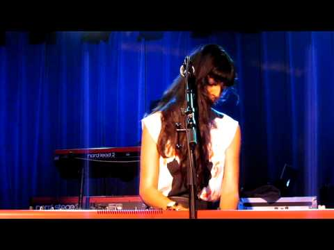 Flags - Brooke Fraser - People's Place Amsterdam - 30-09-11