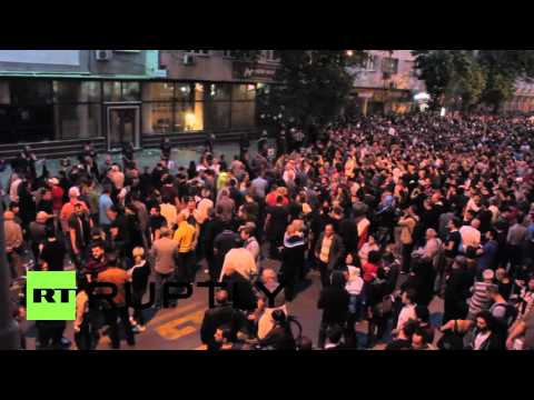 Macedonia: Presidential office ransacked as anti-Ivanov protest continues